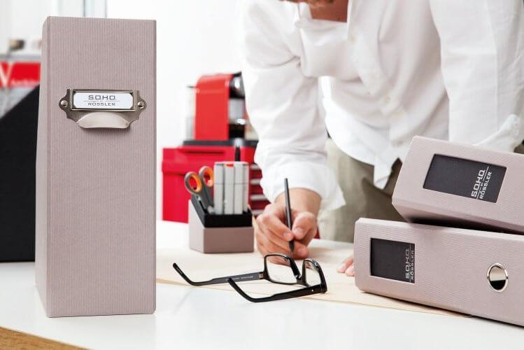Kancelářské vybavení (zakládací složky a boxy)